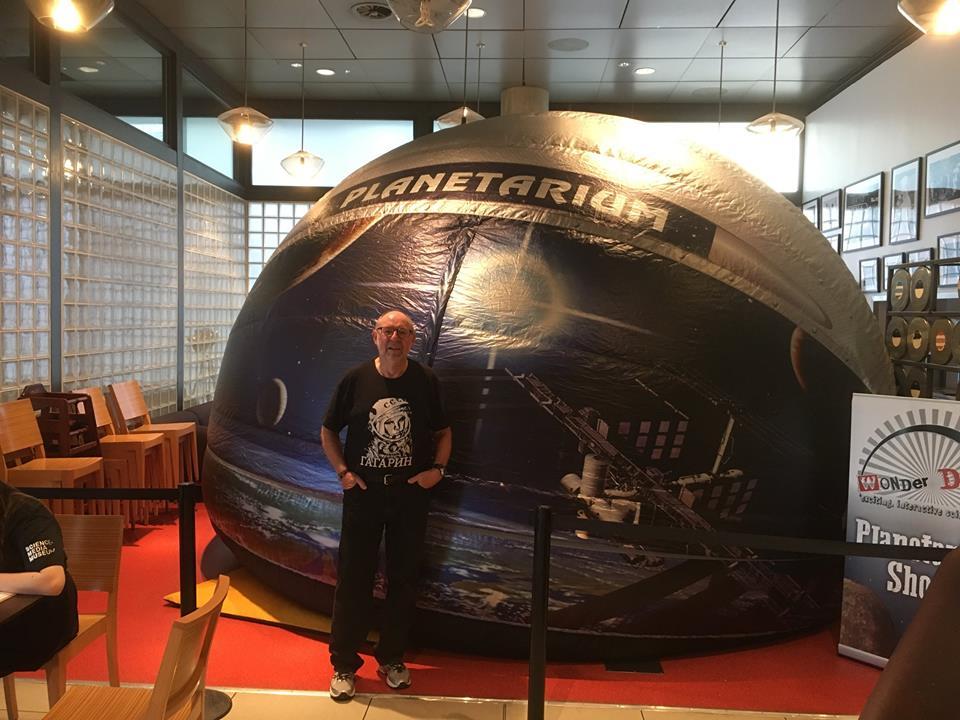 Inflatable planetarium show
